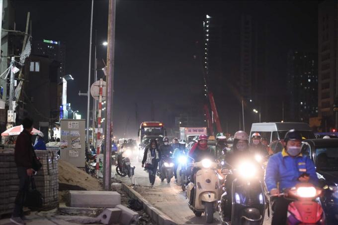 Dự án đầu tư mở rộng đường Vành đai 3 đoạn Mai Dịch - cầu Thăng Long có tổng mức đầu tư hơn 3.100 tỷ đồng. Để mở rộng tuyến đường này, thành phố Hà Nội phải thu hồi trên 391.900 mét vuông đất, giải phóng mặt bằng 796 hộ, 55 cơ quan và bố trí 609 căn hộ tái định cư.