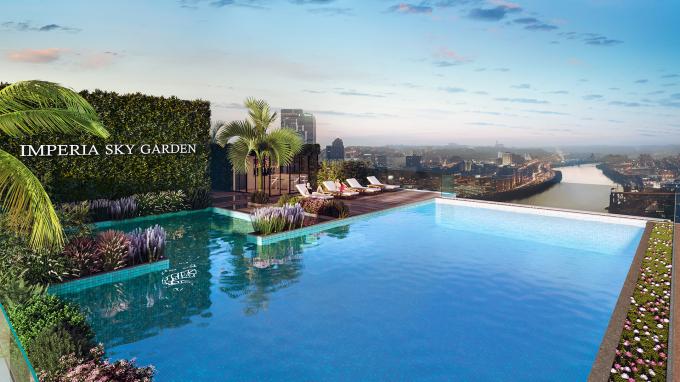 Bể bơi vô cực trên tầng mái dự án Imperia Sky Garden.