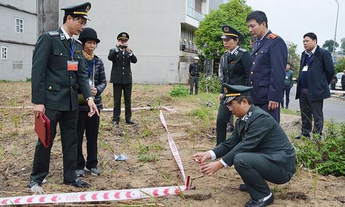 Cục THADS Quảng Ninh phân chia mốc giới bàn giao cho người được thi hành án. Ảnh minh họa.