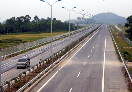 Đường cao tốc Cầu Giẽ - Ninh Bình trong ngày thông xe. Ảnh: Huy Hùng /TTXVN.