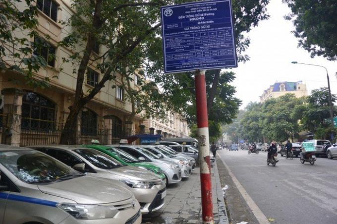 Điểm trông giữô tôcó phép trên địa bàn quận Hoàn Kiếm đều phải niêm yết giá.