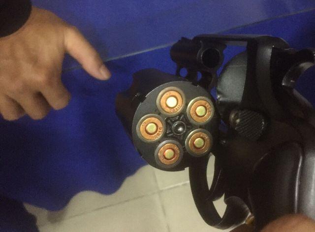 Những viên đạn đã lắp sẵn trong súng.