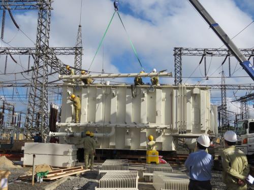 Công ty Truyền tải điện 3 thi công Trạm biến áp 220kV Krông Búk. Ảnh: TTXVN.