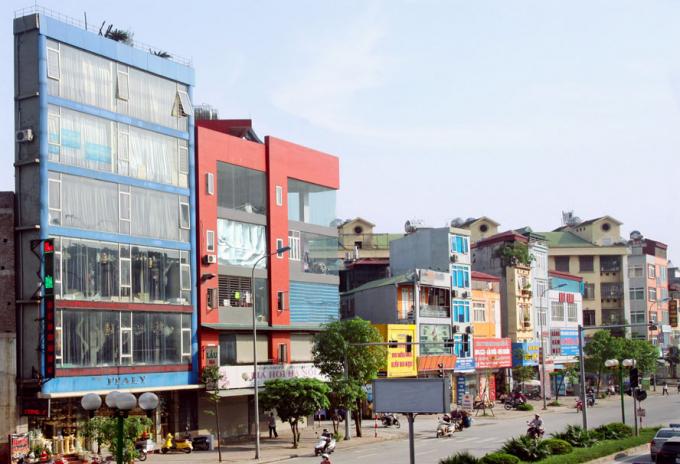 Nhà siêu mỏng, siêu méo trên đường Tố Hữu (Hà Nội). Ảnh: Thái Hiền.