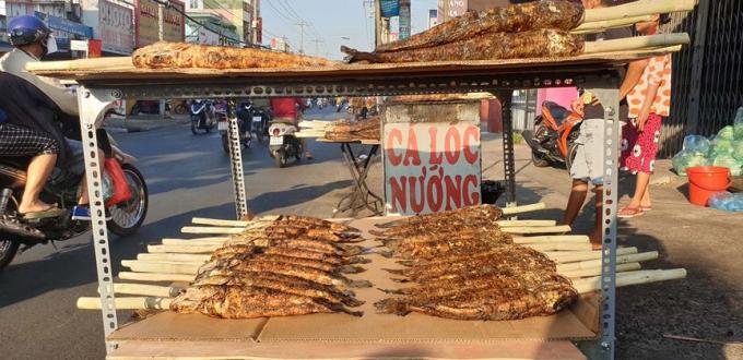 Đoạn đường này được xem như là 'phố cá lóc' lớn nhất ở Sài Gòn.