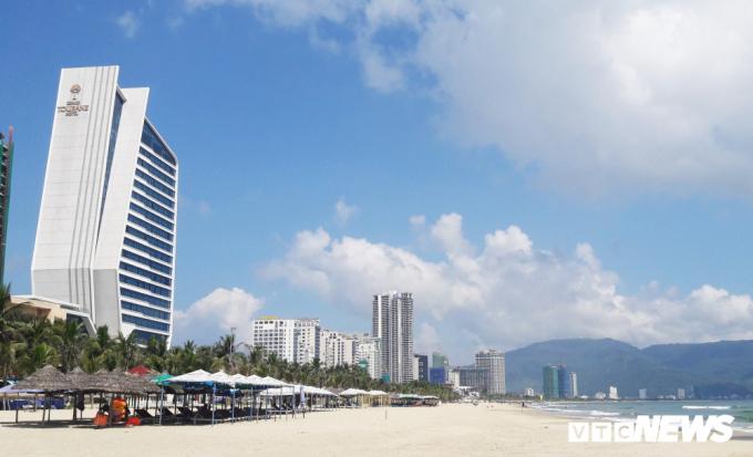 Đất thuộc tuyến đường ven biển như Võ Nguyên Giáp, Hoàng Sa có giá cao nhất là 98,8 triệu đồng/m2.