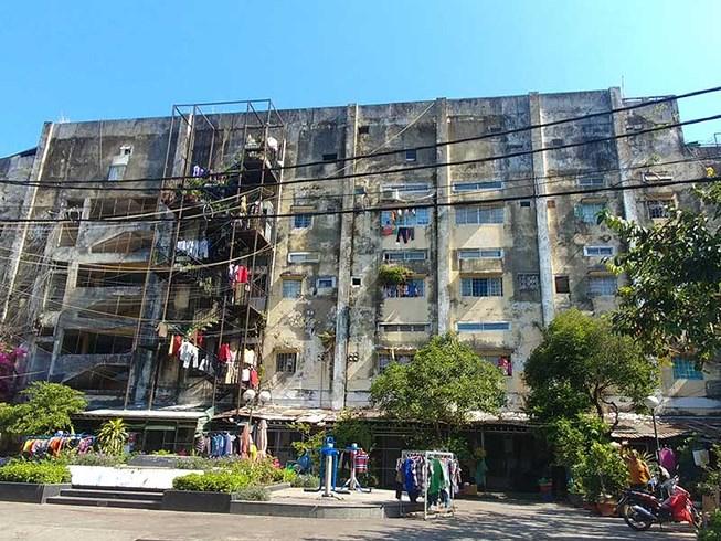 Địa ốc 7AM: Chung cư 'nát' uy hiếp an toàn hàng trăm hộ dân, mời thầu khi công trình đã hoàn thành