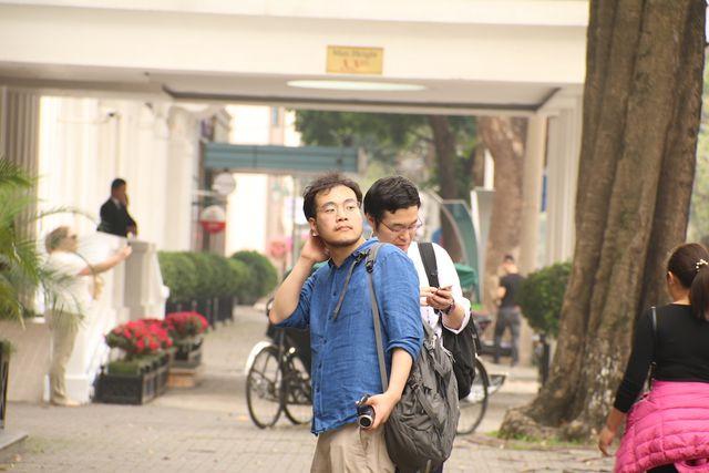 Có mặt từ rất sớm nhưng phóng viên quốc tế cũng như Việt Nam luôn trong cảnh đợi chờ, rình rập.