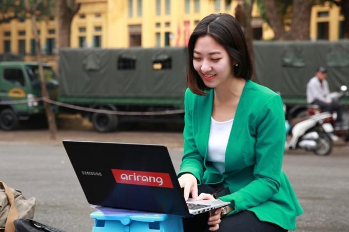 Nữ phóng viên xinh đẹp của đài Arirang, Hàn Quốc. Ảnh: Hải Nguyễn.