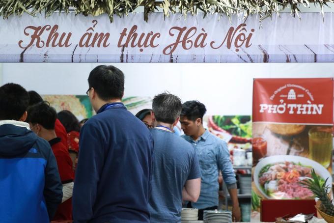 Ẩm thực được tăng cường phục vụ và quảng bá tại Trung tâm báo chí Hội nghị Thượng đỉnh Mỹ-Triều. Ảnh: Hải Nguyễn.