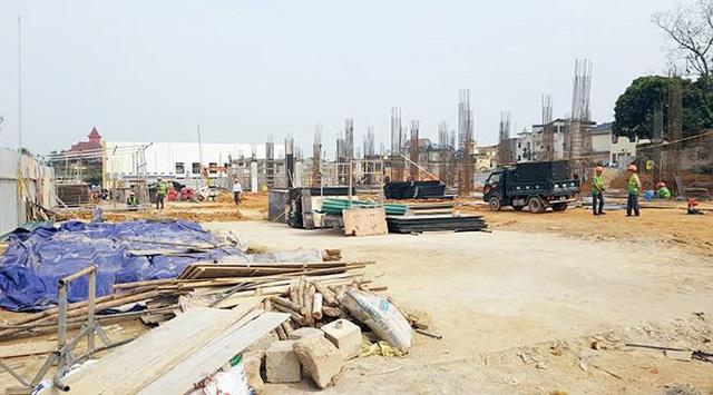 Hiện dự án đang xây dựng hạ tầng nhưng trên thị trường lâu nay các sàn bất động sản rầm rộ chào bán các sản phẩm nhà liền kề.