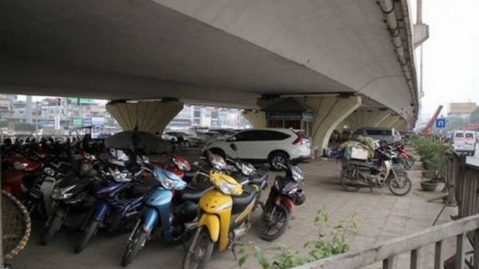 Hà Nội kiến nghị Bộ GTVT điều chỉnh một số nội dung của Thông tư số 35, cho phép được tiếp tục trông giữ xe dưới gầm cầu trên địa bàn đến năm 2023.