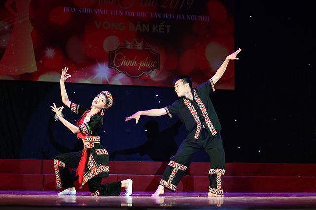 Lẻo Thu Hằng – nữ sinh đến từ vùng đất địa đầu Tổ quốc Hà Giang mang đến màu sắc của đồng bào dân tộc qua điệu múa Ngày lên nương.