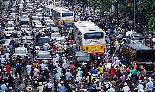 Hà Nội có nên nên cấm xe máy không nếu phương tiện công cộng chưa phát triển?