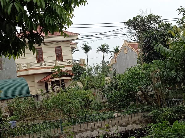 Khu đất có 250m2 đất ở và 612m2 đất nông nghiệp đứng tên bố mẹ đẻ đương kim Bí thư Huyện ủy Quảng Xương. Ảnh: VT.