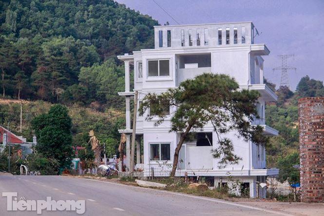 Cũng tại kết luận này, Thanh tra Hà Nội đề nghị UBND TP giao UBND huyện Sóc Sơn tổ chức cưỡng chế ngay đối với cáccông trình vi phạmtrật tự xây dựng năm 2017-2018 trả lại nguyên trạng ban đầu.