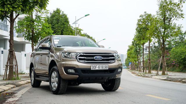 Ford Everest Ambiente - Bạn đồng hành lý tưởng trên mọi nẻo đường