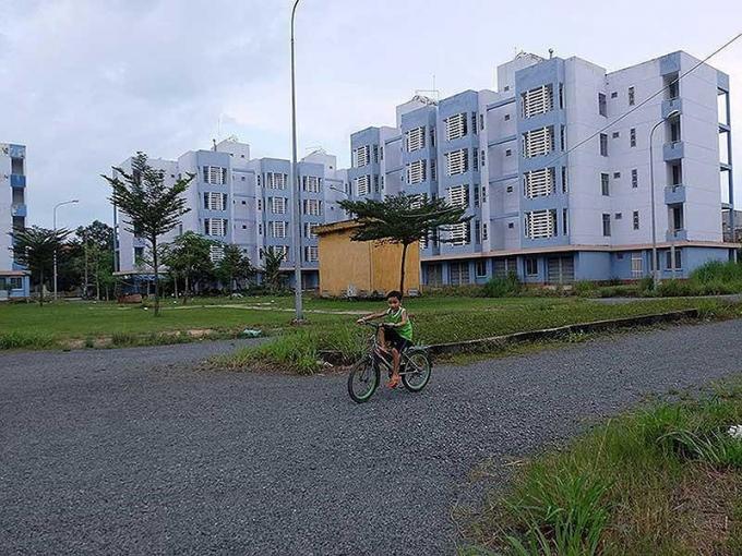 Chung cư tái định cư Vĩnh Lộc B, huyện Bình Chánh, TP.HCM. Ảnh: VIỆT HOA.