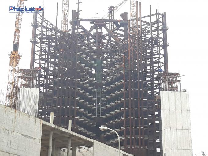 Tòa chính nhìn từ khu đô thị Nam Thăng Long.