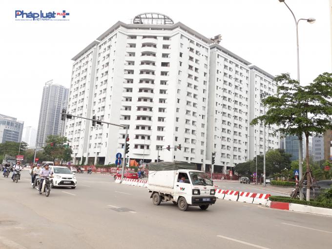 Tòa nhà nằm ở ngã tư đường Trần Thái Tông và Duy Tân.