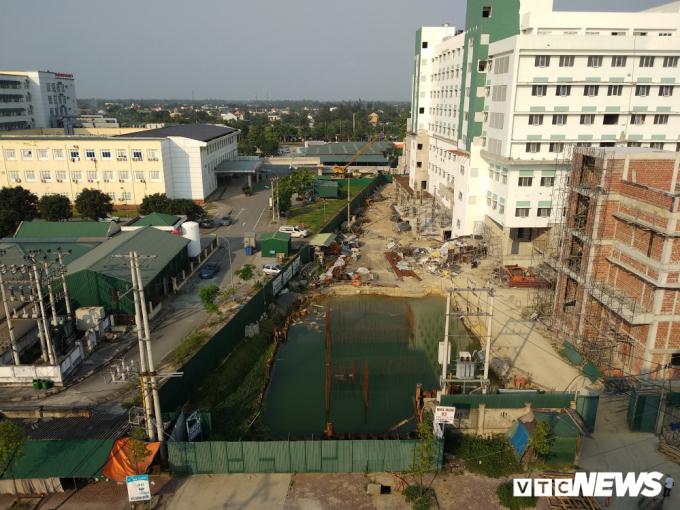 Do Công ty CP Bệnh viện hữu nghị đa khoa Nghệ An không làm đường theo chỉ đạo của Chủ tịch tỉnh Nghệ An nên đến nay tỉnh Nghệ An quyết định giao UBND TP Vinh làm chủ đầu tư, mở lại đường Hồ Tông Thốc mới ngay bên cạnh đường cũ.