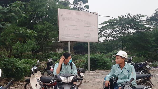 Theo bản quy hoạch được niêm yết,dự án Xây dựng tuyến đường Minh Khai - Vĩnh Tuy - Yên Duyênđược phê duyệt từ 2/2017 do Công ty CP đầu tư phát triển hạ tầng và đô thị Vĩnh Hưng (gọi tắt là Cty Vĩnh Hưng) làm chủ đầu tư phải hoàn thành vào tháng 6 năm nay.