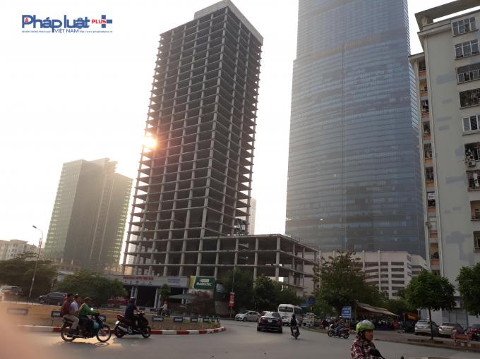 Dự án nhìn từ đường Mạc Thái Tổ trong ánh chiều tà cảnh buồn hiu hắt.