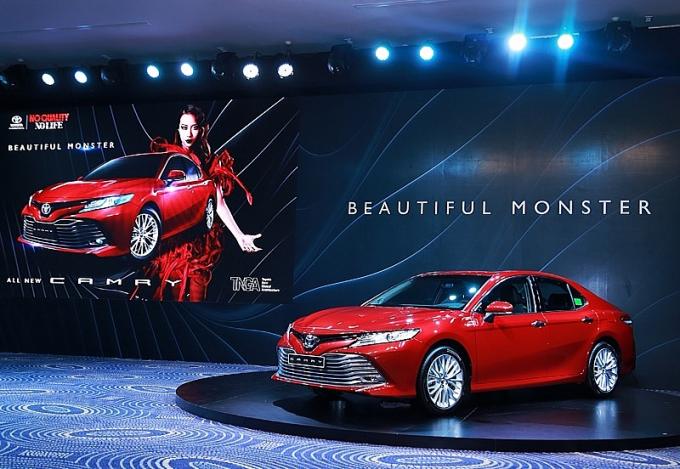 Xe sẽ chính thức được bán ra thị trường thông qua các đại lý Toyota chính hãng trên toàn quốc từ ngày ngày 24/4 với 7 màu ngoại thất trong đó có 4 màu mới.