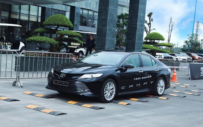 Hiện Honda Accord nhập khẩu Thái Lan giá 1,2 tỷ, trong khi Mazda6 lắp ráp giá 819-1.019 triệu và Kia Optima lắp ráp là 789-969 triệu. Mẫu xe Đức nhập khẩu Mexico trong cùng phân khúc là Volkswagen Passat giá 1,266-1,480 tỷ.