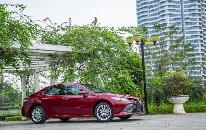 Toyota Camry 2019 nhập khẩu từ Thái Lan giá bán từ 1,029 tỷ đồng