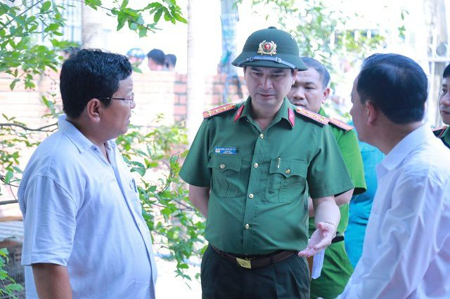 Đại tá Trịnh Ngọc Quyên, Giám đốc Công an tỉnh Bình Dương chỉ đạo điều tra tại hiện trường vụ án.