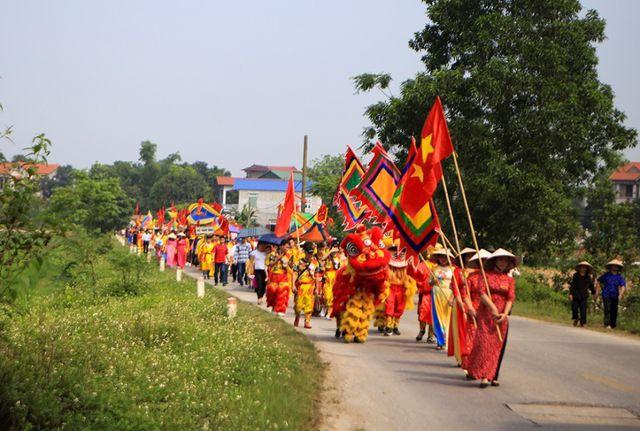 Hội thả diều làng Đan Tảo (xã Tân Minh, Sóc Sơn, Hà Nội) diễn ra vào 2 ngày 19 và 20 tháng Ba Âm lịch, là hội làng truyền thống được mở ra từ trước năm 1945. Sau đó do chiến tranh, lễ hội bị hủy bỏ.