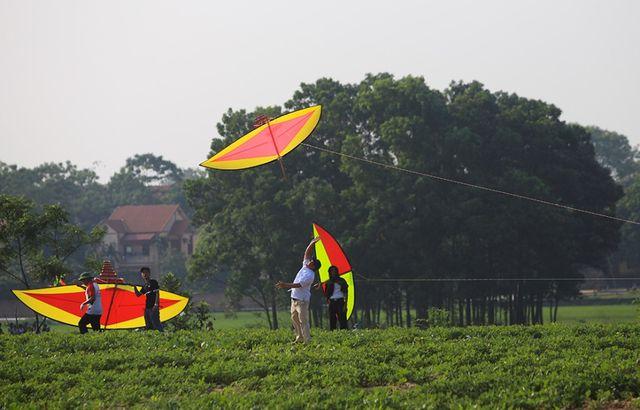 Hôm qua 24/4, mặc dù thời tiết nắng nóng nhưng vẫn có nhiều người tham gia dự thi.