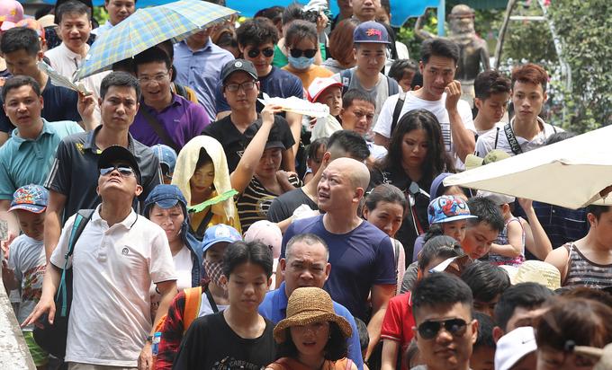 Đợt nghỉ lễ 30/4, người dân ở Hà Nội và các huyện ngoại thành tìm đến một điểm vui chơi ở huyện ngoại thành Hoài Đức tăng đột biến, gấp 3 lần ngày thường.
