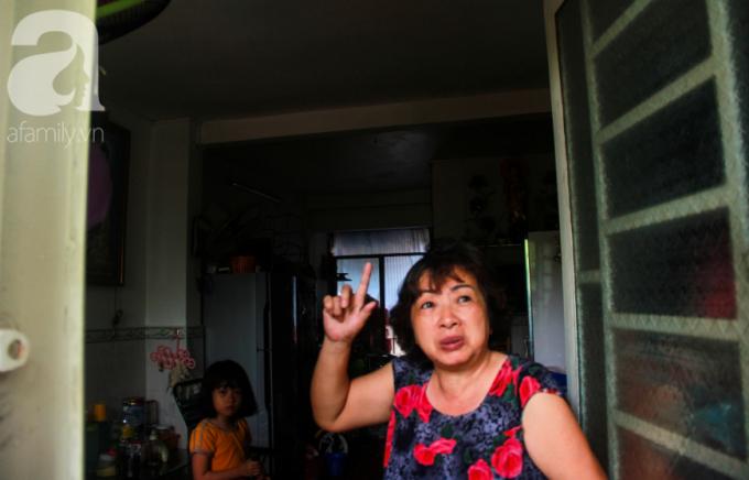 Bà Châu Ngọc Mỹ, cư dân lô C, chung cư Vĩnh Hội cho biết, đi không đành nhưng nếu sống trong tình trạng thấp thỏm lo âu thế này thì chúng tôi không ngủ yên được.