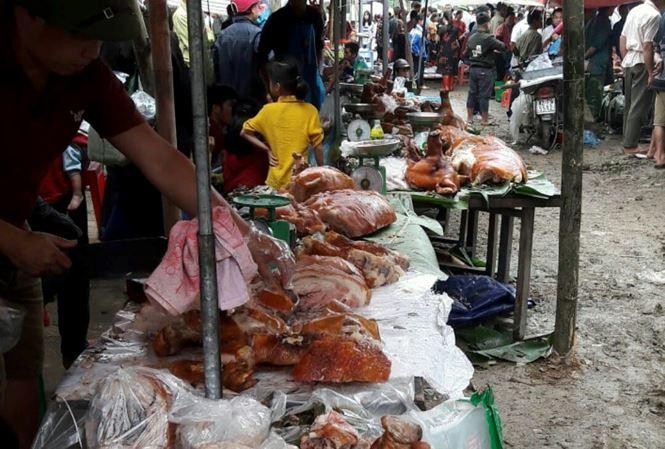 Khoảng 200 con lợn quay vàng rộm tại lễ hội Ba Xã. Ảnh: Duy Chiến.