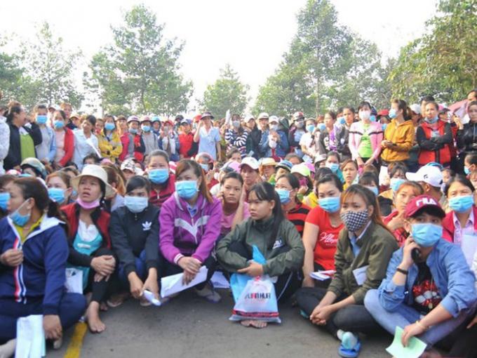 Nhiều công nhân Công ty TNHH KL Texwell Vina (Đồng Nai) bị nợ lương, BHXH.