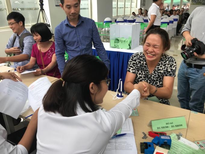 Niềm vui của khách hàng bốc thăm được phiếu trúng quyền mua căn hộ dự án NƠXH EcoHome 3 toàn NO2, NO3.