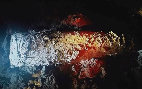 """Một quả bom """"khủng"""" được máy đào """"phát hiện"""" tại kênh Vách Nam."""