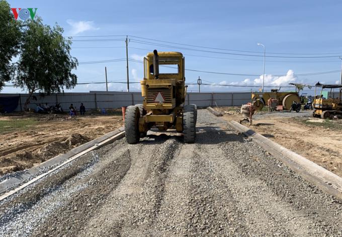 Chủ đầu tư tự ý san ủi làm đường giao thông trên đất nông nghiệp.