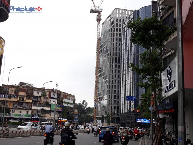 Dự án nằm tại ngã tư Chùa Bộc – Phạm Ngọc Thạch.