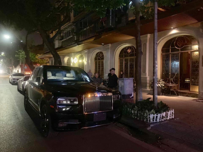 Rolls-Royce Cullinan thứ 3 lăn bánh ở Hà Nội.