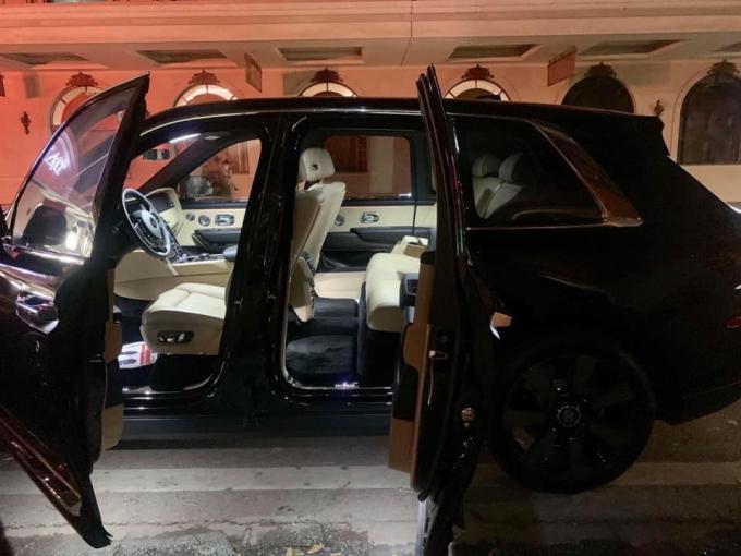 Rolls-Royce Cullinan này còn có nội thất 5 chỗ ngồi.