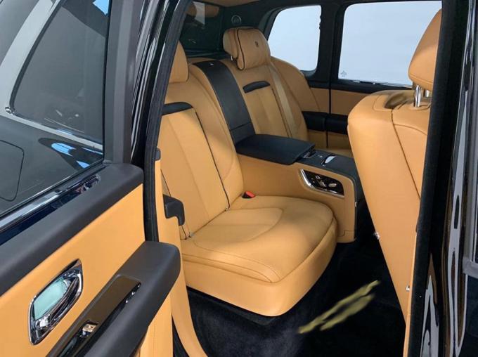 Nội thất bên trong  Rolls-Royce Cullinan thứ 2 cũng được tiết lộ.