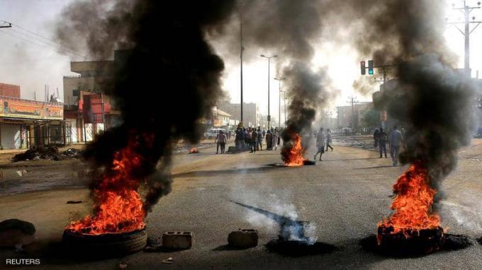 Thủ đô Khartoum xảy ra hỗn loạn trong ngày 3/6 khi quân đội giải tán đám đông - Ảnh Reuters.