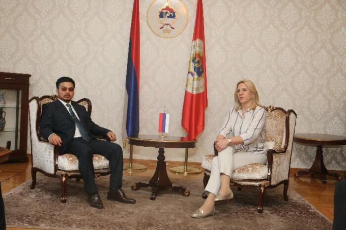 Tỷ phú Mai Vũ Minh trong buổi làm việc với Tổng thống Srpska, bà Zeljka Cvijanovic, tại phủ thổng thống Srpska.