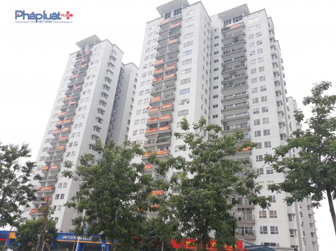 Ngày 11/6, cư dân chung cư Xuân Phương Quốc hội treo băng rôn phản đối chủ đầu tư trì hoãn tổ chức hội nghị nhà chung cư lần đầu.