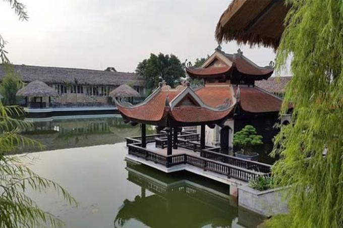 Nhà hàng Nắng Sông Hồng xây dựng vi phạm chỉ giới thoát lũ nhưng vẫn không bị xử lý.