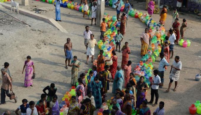 Ấn Độ đang rơi vào một cuộc khủng hoảng nước tồi tệ chưa từng có, với khoảng 600 triệu người trong tình cảnh thiếu nước sạch. Ảnh: CNN