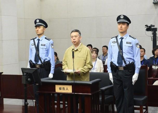 Hôm 20/6, tòa án Thiên Tân đã tiến hành xét xử Mạnh Hoành Vĩ, cựu giám đốc Tổ chức Cảnh sát hình sự quốc tế (Interpol), vì nhận hối lộ hơn 2,11 triệu USD. Ảnh: vietnamnet.vn.